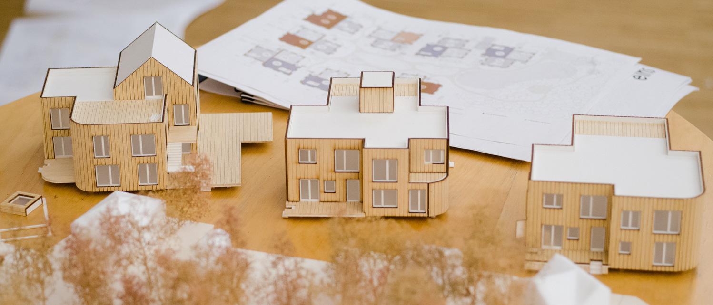 Papiermodelle der geplanten Wohnhäuser